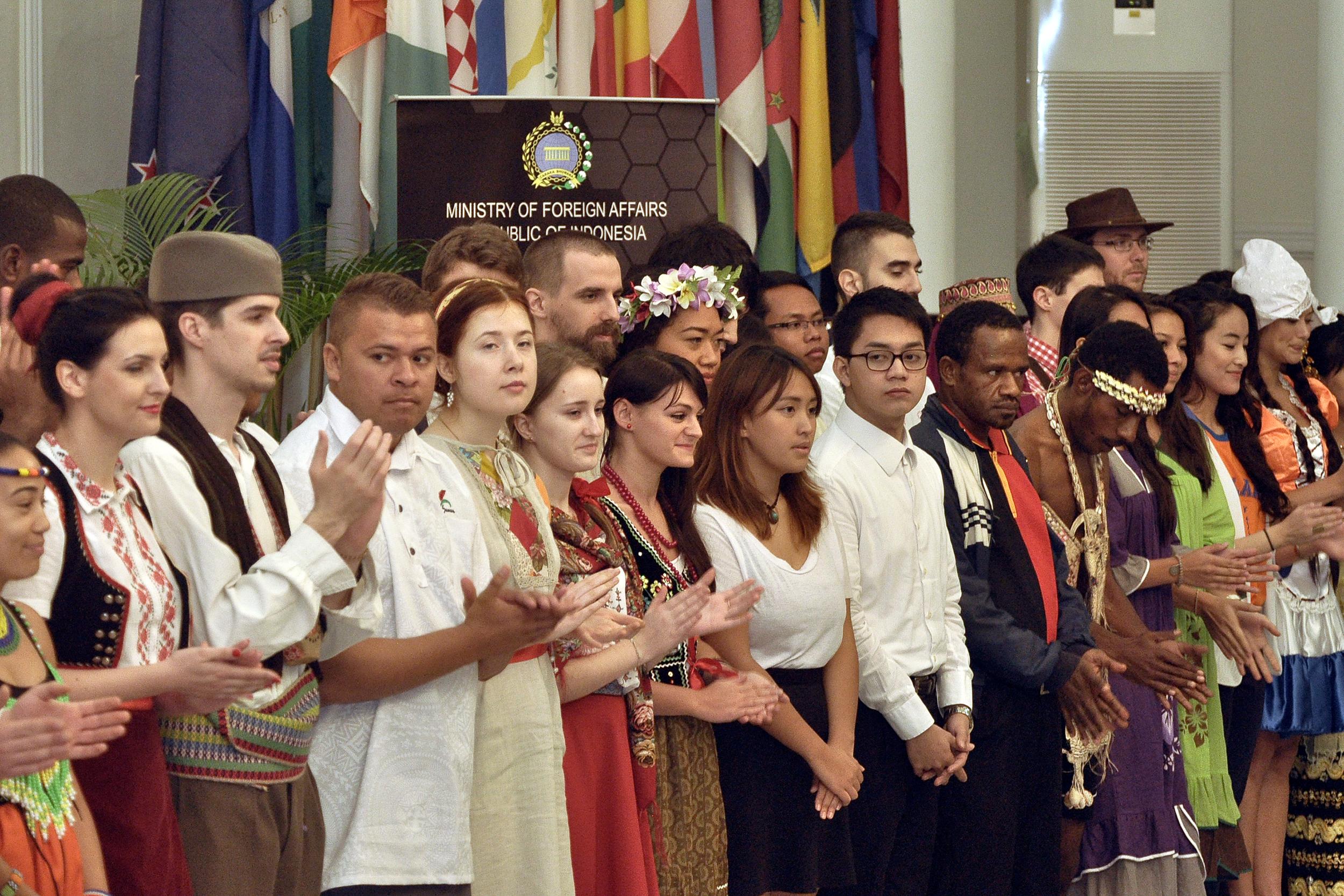 Seni Budaya Indonesia - Alternative Energy